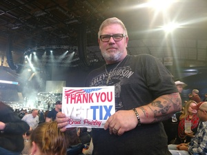 Thomas attended Brad Paisley - Weekend Warrior World Tour With Dustin Lynch, Chase Bryant and Lindsay Ell on Feb 24th 2018 via VetTix